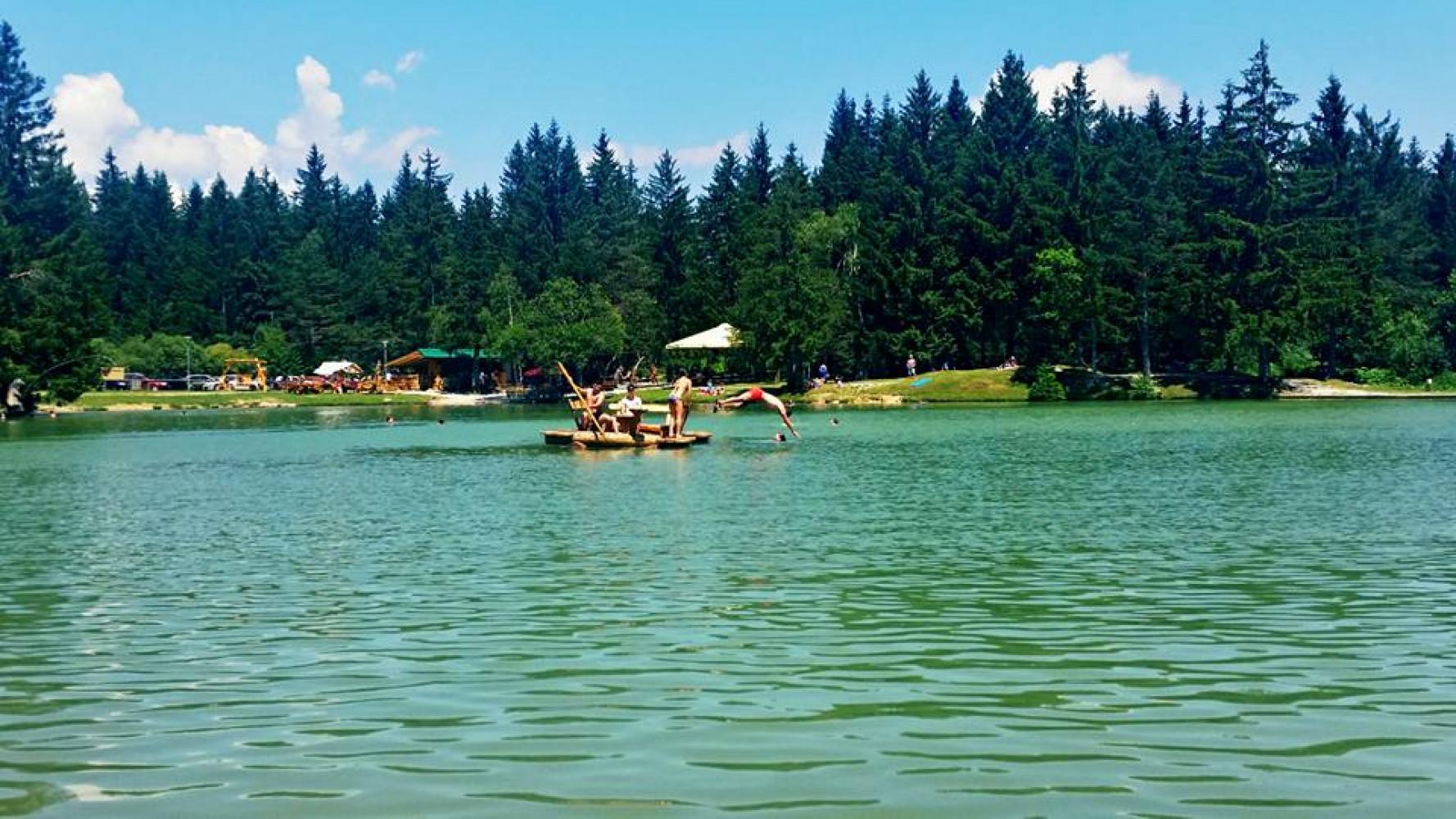 Summer atmosphere at Lake Bloke.